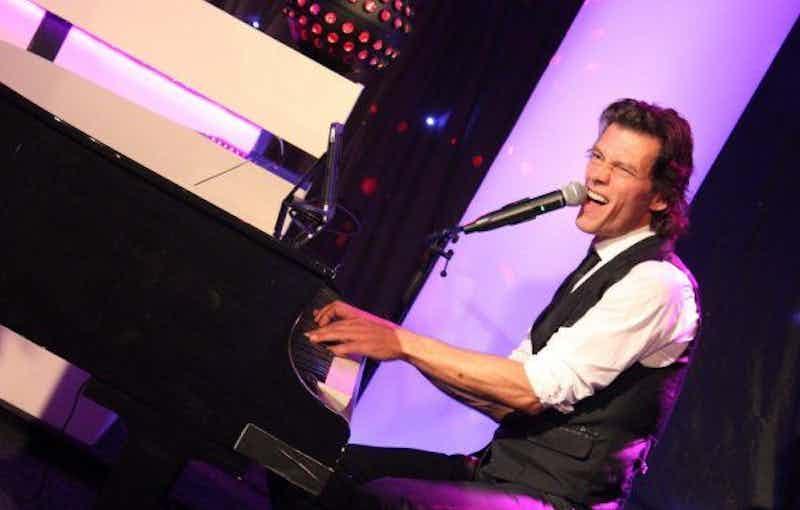 Piano-show-huren-feest.jpg