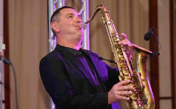 Saxofonist und DJ.jpg