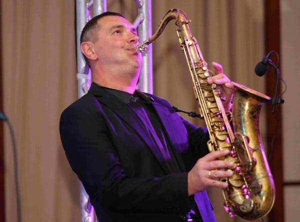 Saxofonist und DJ