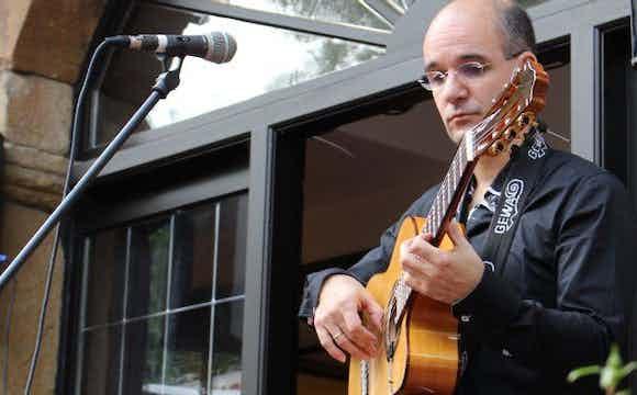 Spanischen Gitarristen buchen.jpg