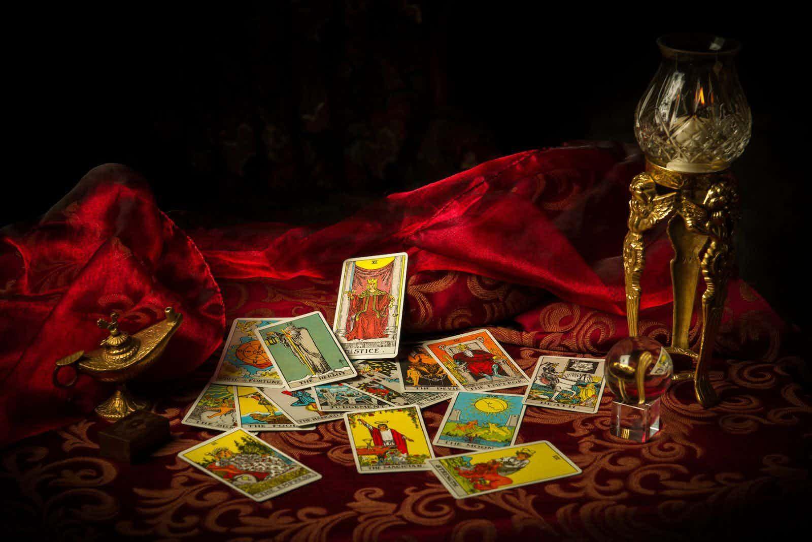 tarot-waarzegster-kaarten-boeken-braderie-kerstmarkt-feest