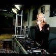 vrouwelijke DJ boeken Evenses