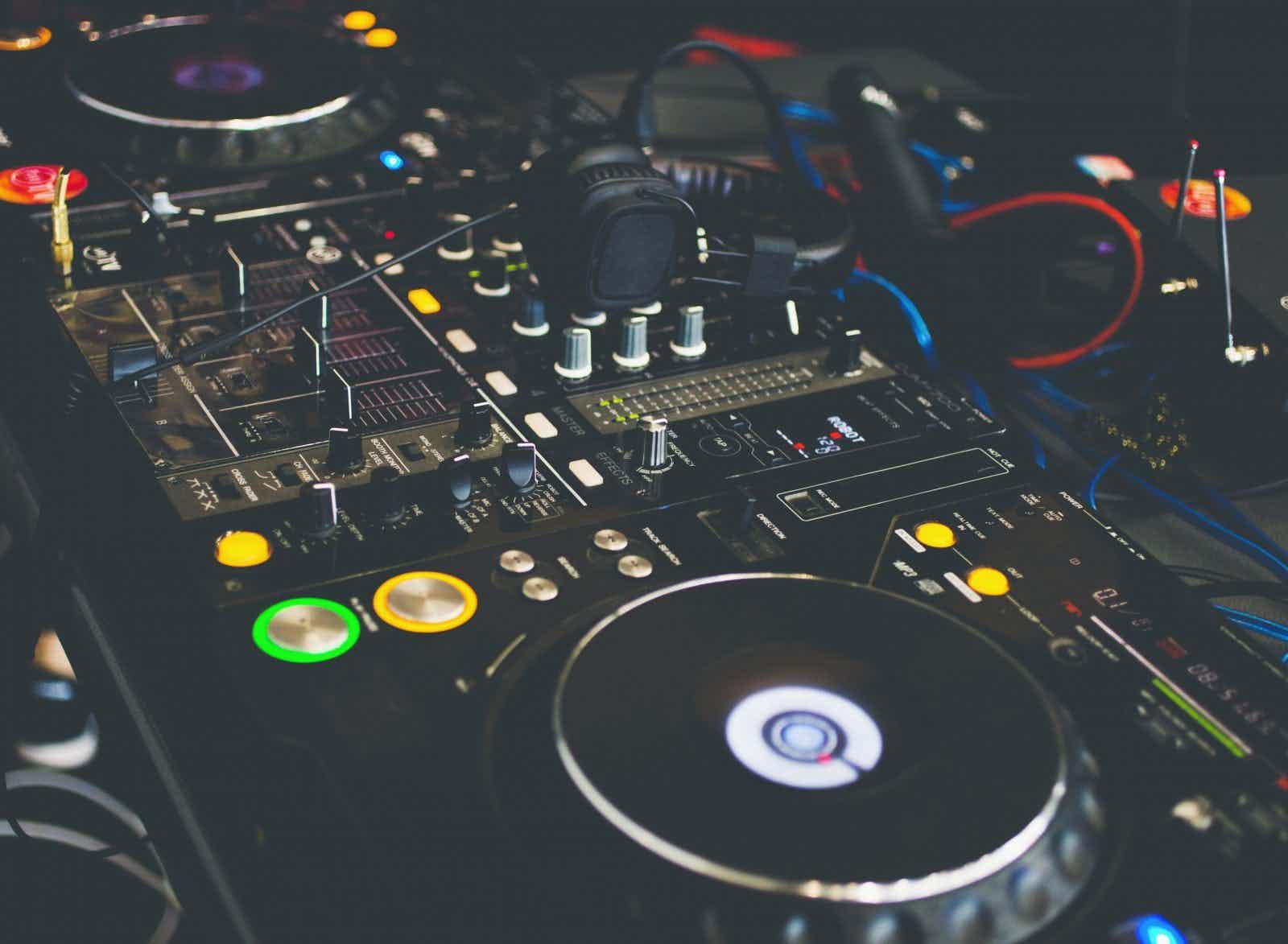 dj-console