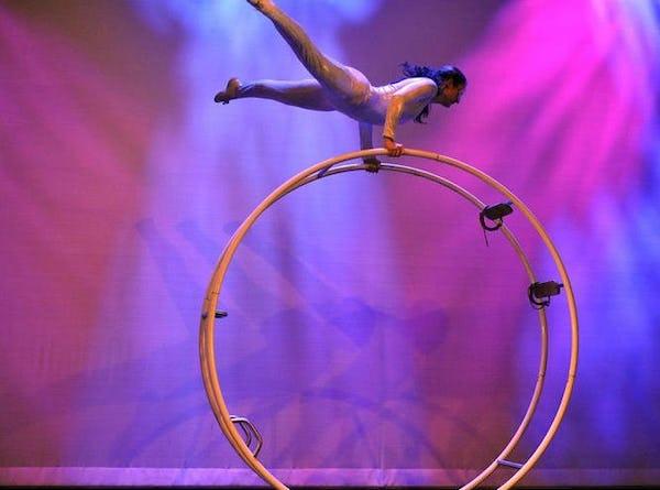 Acrobatiek huren evenement bedrijfsfeest