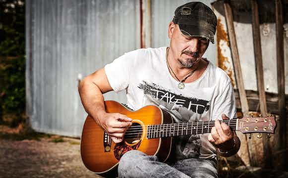 Sänger und Gitarrist_1.jpg