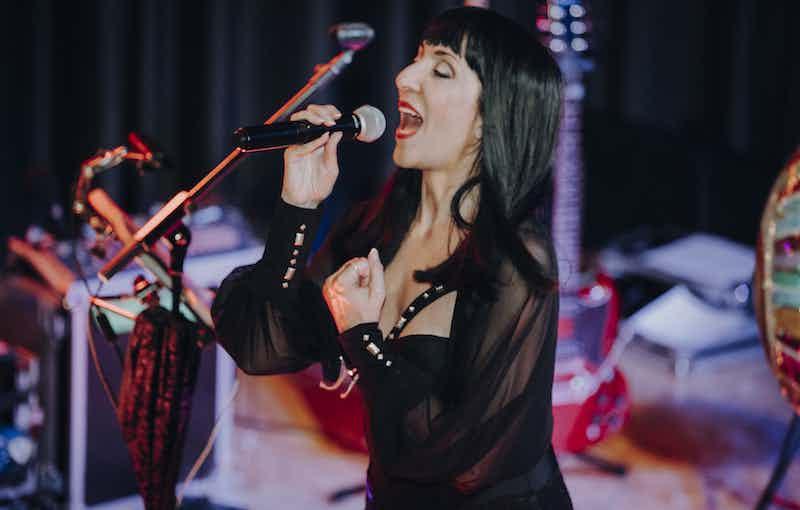 Sängerin Cherin live Cover.jpg