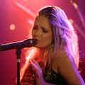 Sängerin mit DJ mieten.jpg