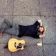 Sänger und Gitarrist