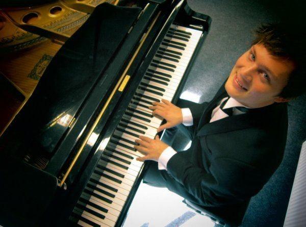 pianist buchen
