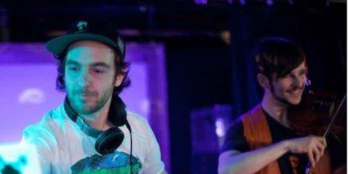 DJ en saxofonist, met muzikale begeleiding van viool voor uitgaan met bekende zangers.jpg