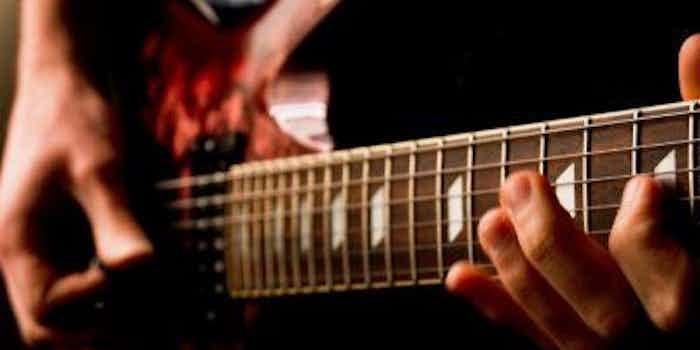 dj-met-gitarist-inhuren-feest.jpg