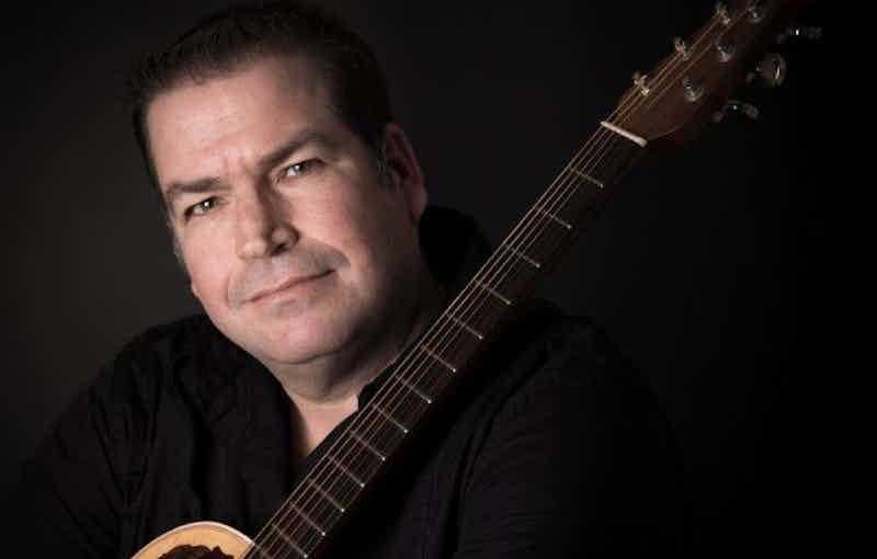 zanger-gitarist-edgar-boeken-feest.jpg
