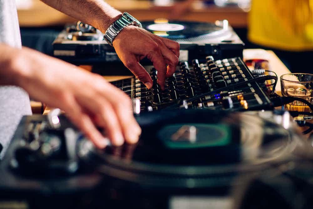 dj-mixer-buchen