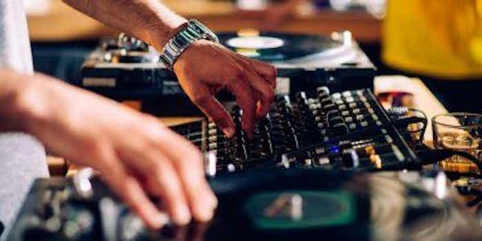 Dj-Mixer für Hochzeiten.jpg