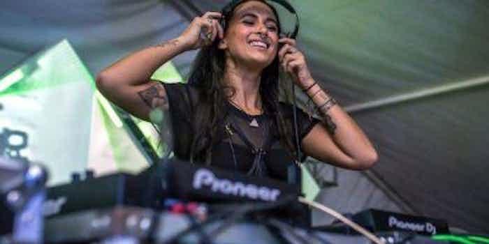 Vrouwelijke DJ boeken.jpg