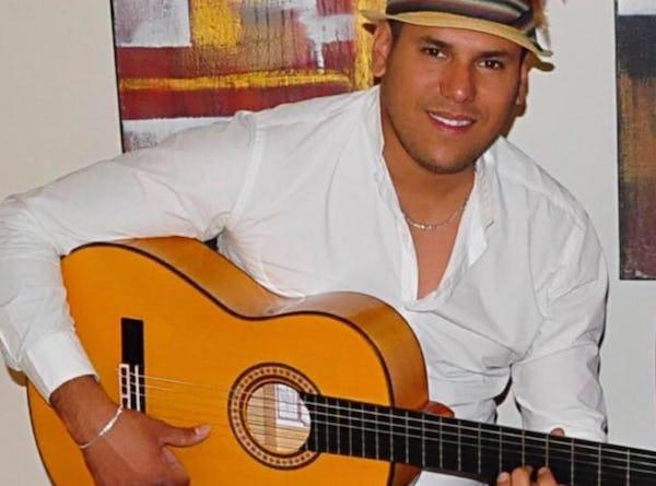 Spaanse zanger huren | Evenses