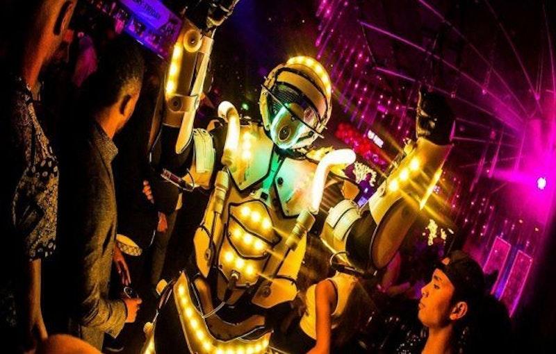 Unieke Robotshow Huren Bedrijfsfeest.jpg