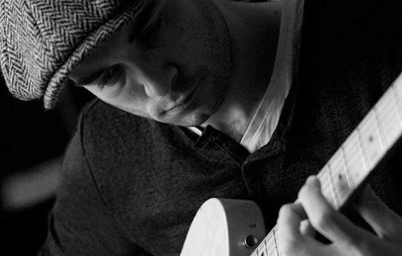 Zanger-gitarist-boeken-diner.jpg