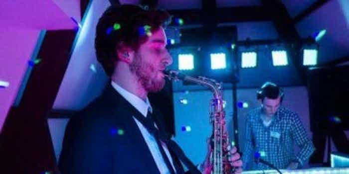 DJ en saxofonist inhuren