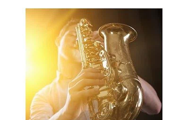 Live Saxofonist.jpg