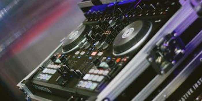 Autoconcierto reservar DJ eventos