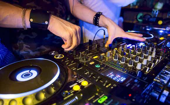 dj mixer draaitafels