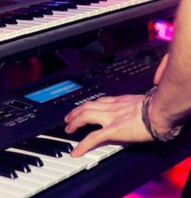 piano-player-booking.jpg