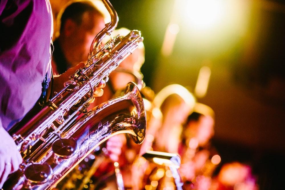 Saxofonist boeken.jpg