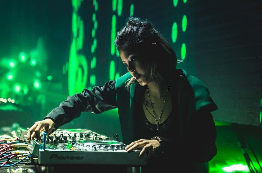 Vrouwelijke DJ boeken 2 .jpg