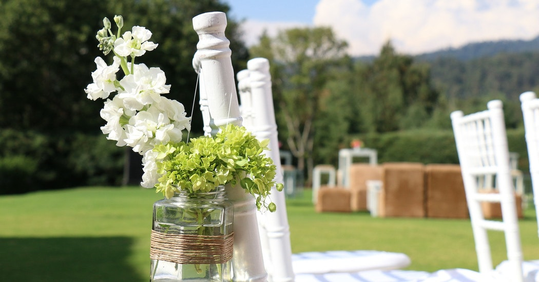 Aankleding tuinfeest bruiloft.jpg