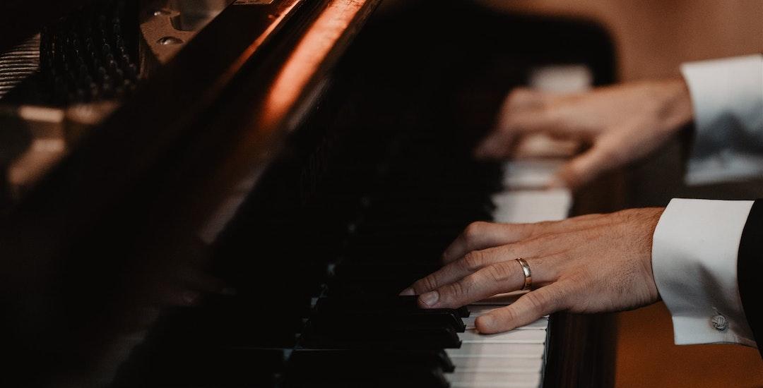 Bruiloft pianist boeken voor uw feest? | Evenses.com .jpg