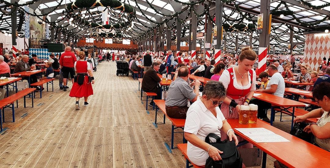 Oktoberfest bierbank.jpg