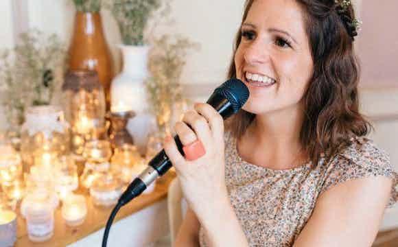 Christelijke zangeres, christelijke muziek.jpg