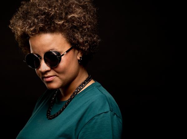 Female DJ voor uw feest