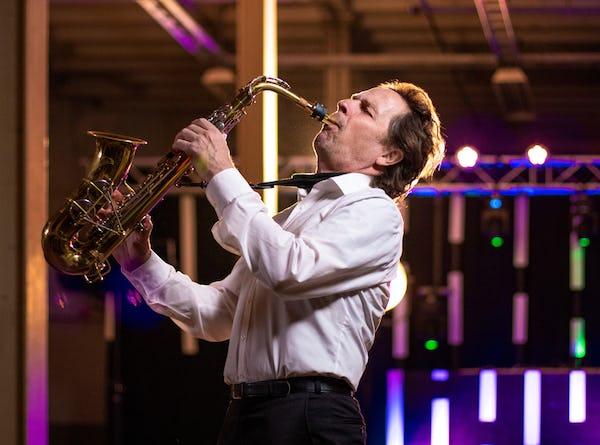 Saxofonist boeken festival