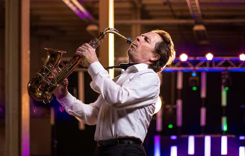 Saxofonist boeken festival.jpg
