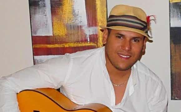 Spaanse zanger huren | Evenses.jpg