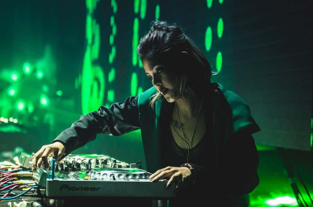Vrouwelijke DJ boeken 2