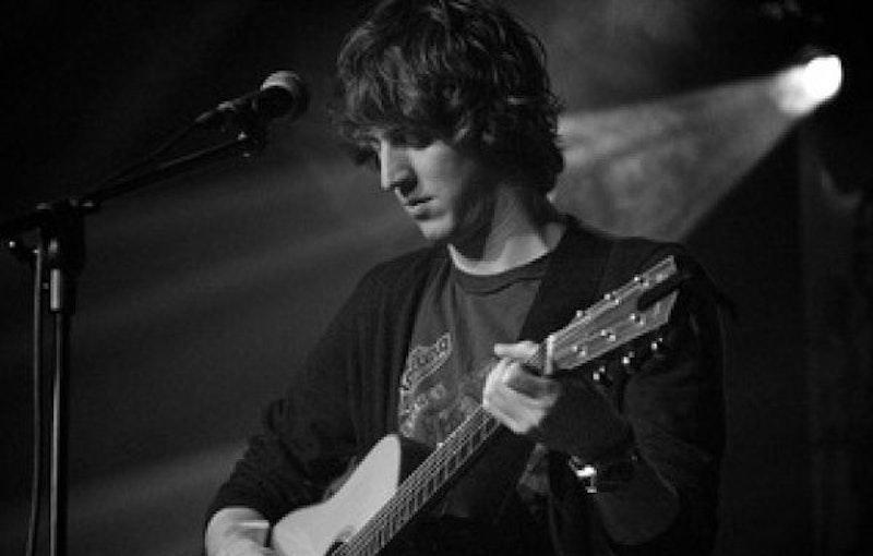 Zanger gitarist Ruud boeken.jpg