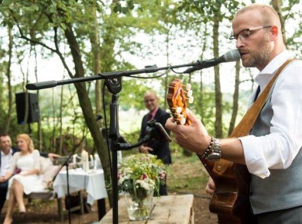 Zanger gitarist boeken voor uw feest