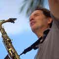 Saxofonist boeken feest