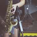Saxofonist huren live