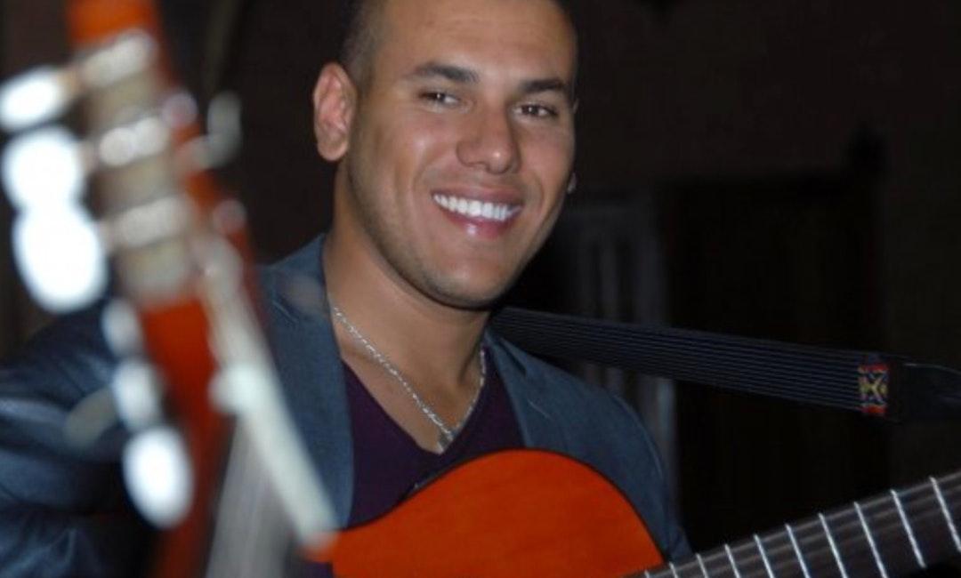 Zanger-Gitarist Juan boeken
