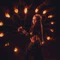 vuurshow danseres donker
