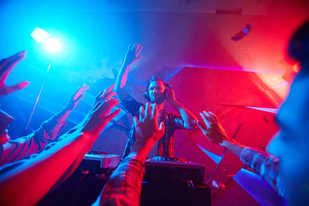 dj-feest-rood-blauw