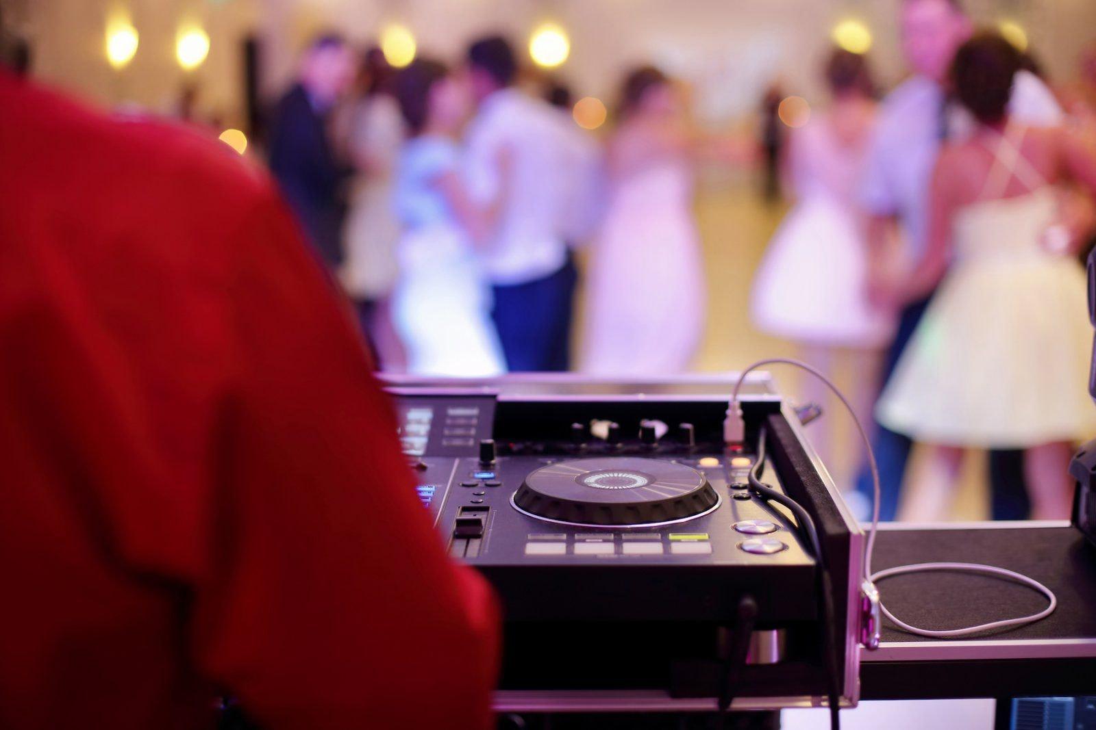 dj-op-uw-bruiloft