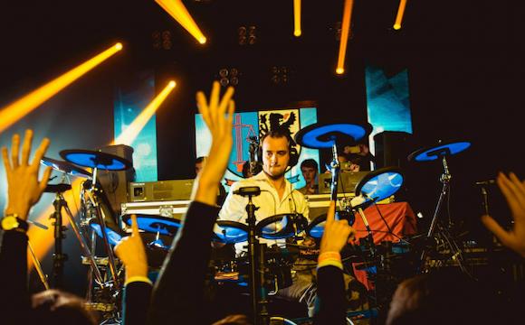 drummende-dj-elektronische-drummer-drum2beat1.png