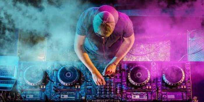 DJ boeken huren bruiloft verjaardag.jpg