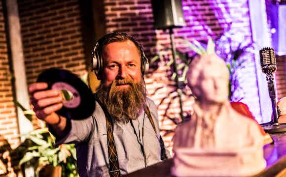 Hipster Pianist & Vinyl DJ boeken feest.jpeg