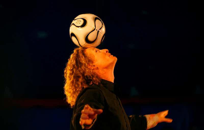 voetbal op hoofd kopie